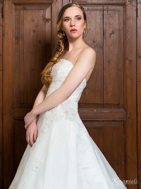 Knapsels-bruiden-nonchalant-dress-front