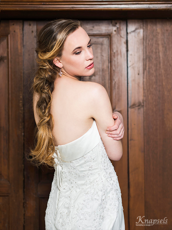 Knapsels-bruiden-nonchalant-vlecht-back-dress