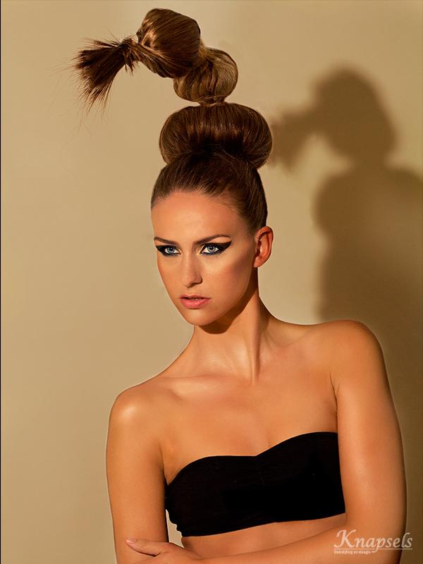 Knapsels-fotoshoot-goldrush-extreme-hair-bolls-updo-avantgarde