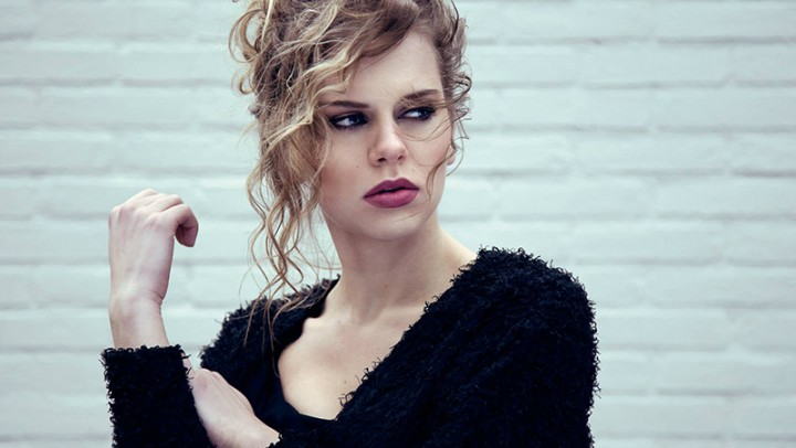 Knapsels-fotoshoot-makeafuss-closeup-front-curls-updo