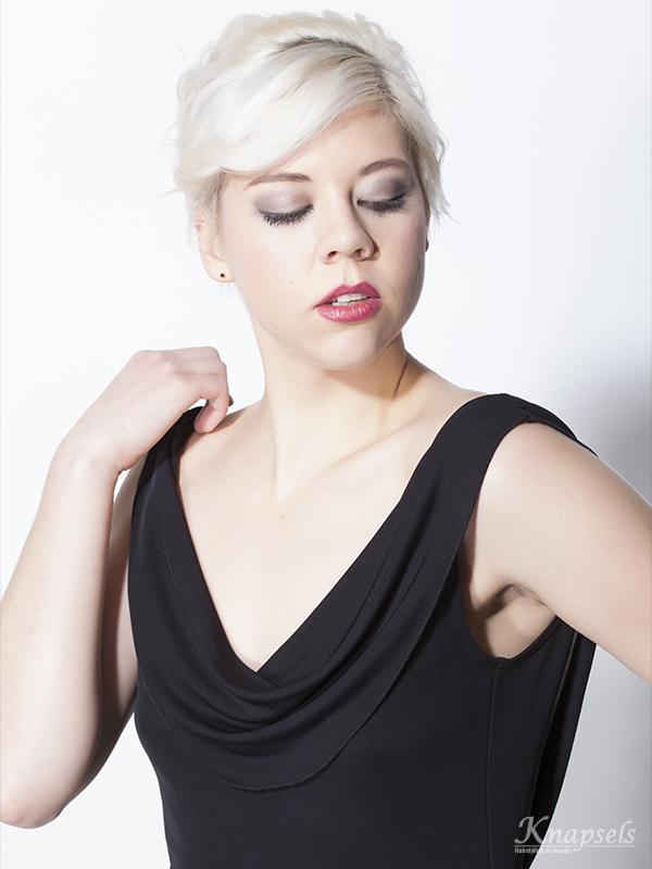 Knapsels-overig-veerle-haar-make-up-front-closeup