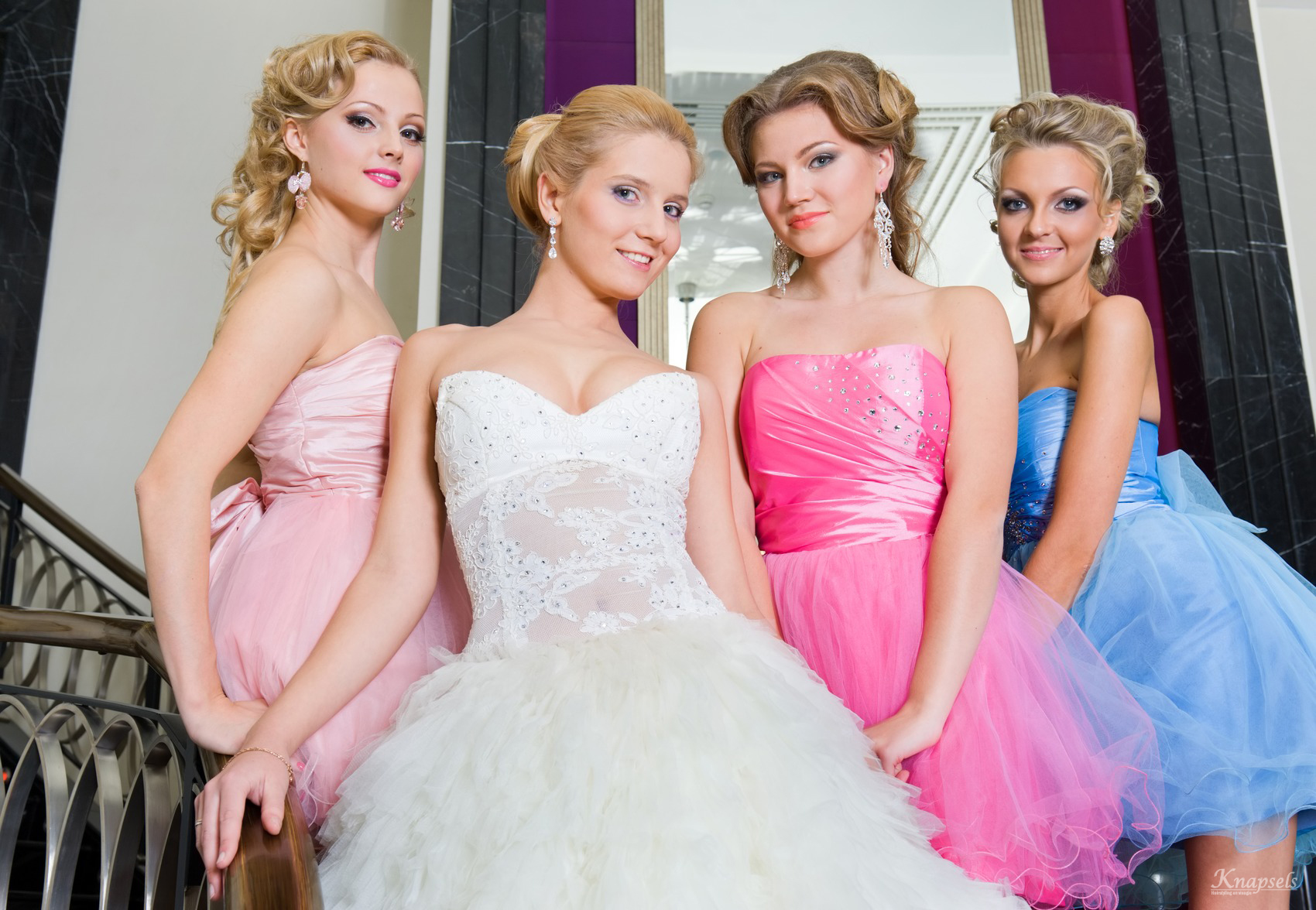 knapsels-the-bride-with-her-bridesmaids-on-the-stairs-m