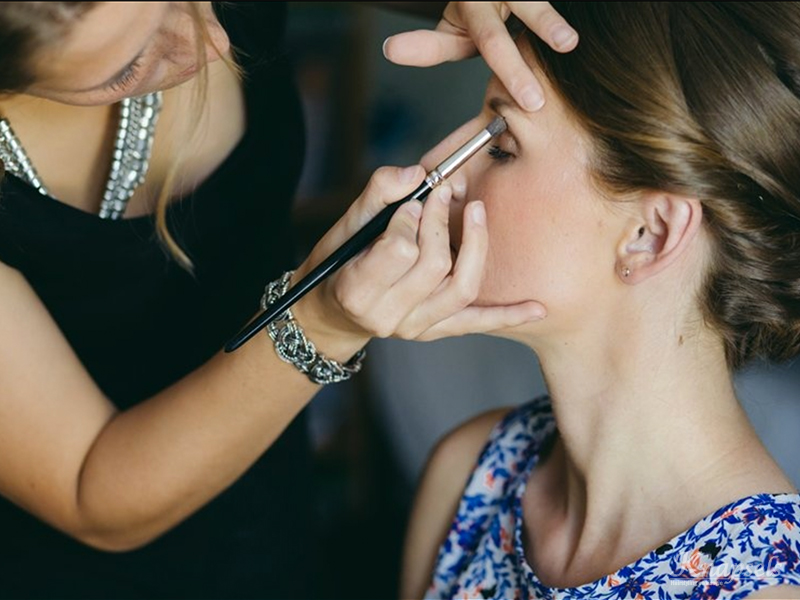 Knapsels-bruiloft-samara-voorbereidingen-make-up