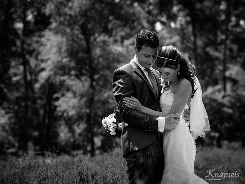 Knapsels-bruiloft-eline-sluier-krullen-fotoshoot