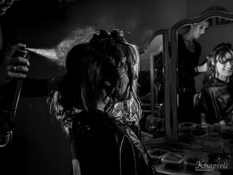 knapsels-bruid-mandy-hairspray-voorbereidingen